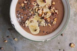 vegan-chocolate-hazelnut-smoothie-bowl-1