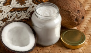 36921184-coconut-oil-web